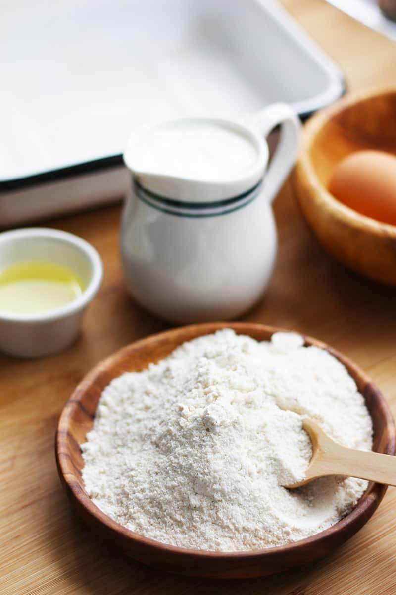 A bowl of cornbread flour.