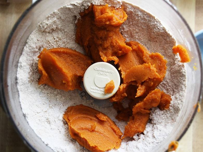 Food processor with flour and pumpkin.